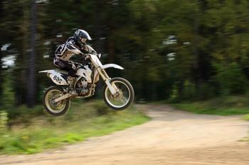 прыжок с мотоциклом